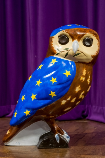 "Bath for Europe owlet ""Twit to Leave EU"" by artist Zib Baines. Photo www.mickyatesphotography.com"