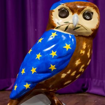 """Bath for Europe owlet """"Twit to Leave EU"""" by artist Zib Baines. Photo www.mickyatesphotography.com"""